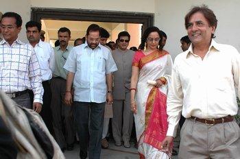 3 [L to R] Mukhtar Abbas Naqvi, Jitendra, Hema Malini & Chairman Mr Devendra Khandelwal followed by