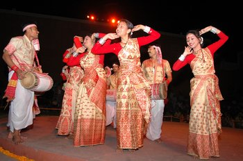 7 Artist performing at the concluding ceremony of Iffc-2008