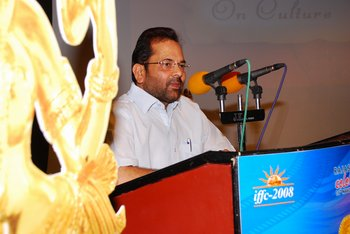 8 Mukhtar Abbas Naqvi addressing the gathering