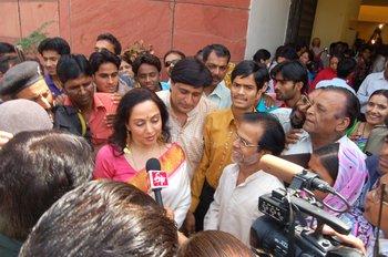 9 Hema Malini Interviewed by the Media