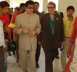 9Jitendra & Aditya Raj Kapoor Heading towards the Auditorium